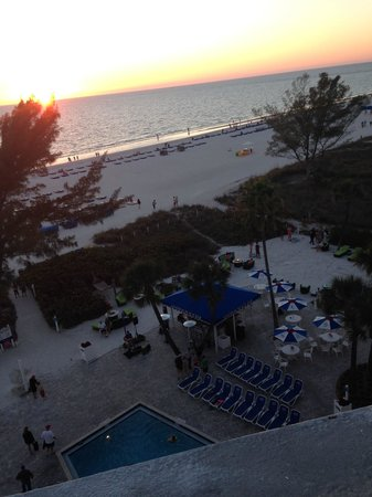 Guy Harvey Outpost, a TradeWinds Beach Resort : Pool and Beach