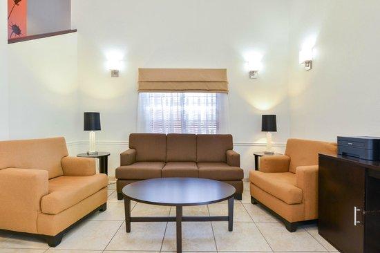 Sleep Inn Sarasota: Lobby Sitting Area