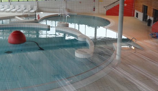 Centre aquatique picture of les cottages de valjoly for Piscine fourmies