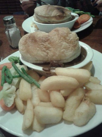 Maggie Dickson's Pub: Steak and ale pie excellent and speedy service as well