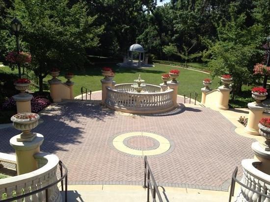 Omni Shoreham Hotel: gardens