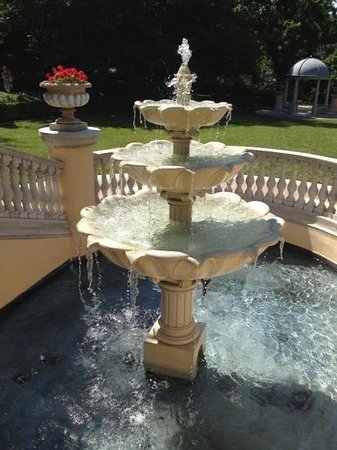 Omni Shoreham Hotel: beautiful fountain