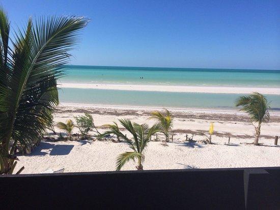 Holbox Suites: Vista desde el balcón de la habitación