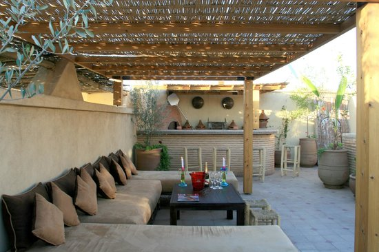 salon terrasse barbecue photo de riad l 39 emir marrakech tripadvisor. Black Bedroom Furniture Sets. Home Design Ideas