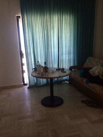 Holbox Suites : Sofá en la habitación