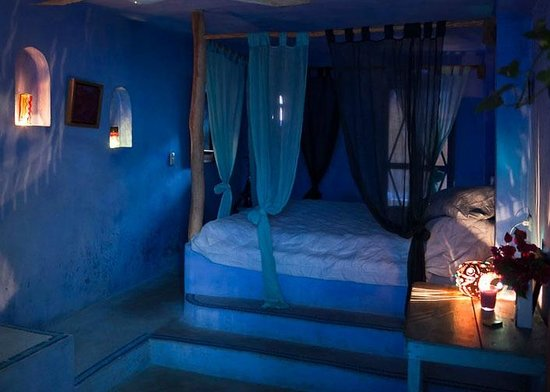 "Lolo Lorena : The ""Blue"" Room"