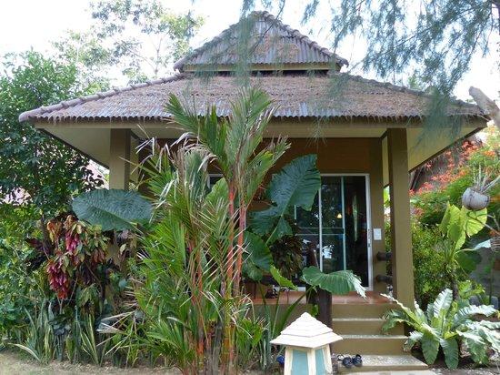 Lanta Castaway Beach Resort: Wonderful little cabin
