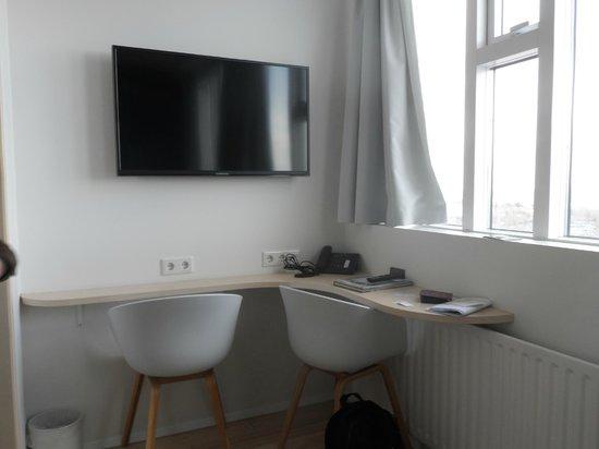 Reykjavik Lights: Desk and t.v in room