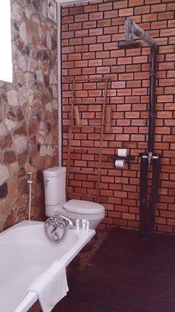 Petit Villa Boutique & Spa: shower
