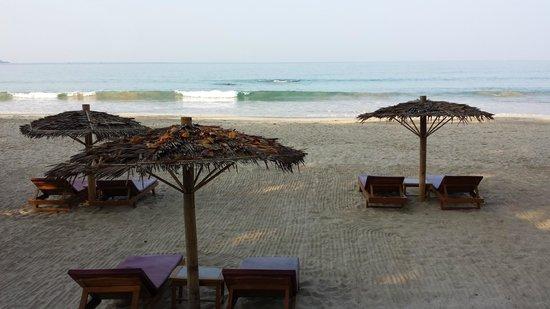 Thande Beach Hotel: Strand stets sauber !
