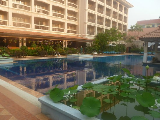 Hotel Somadevi Angkor Resort & Spa: Piscine