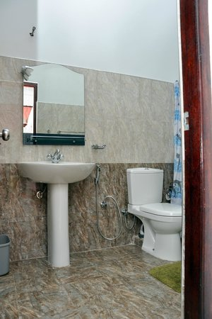 River View Guesthouse: Barthroom