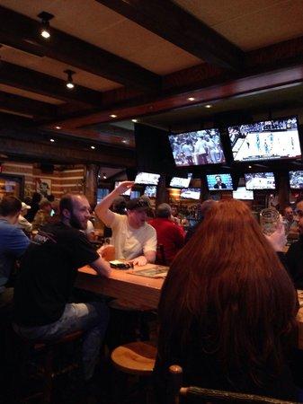 Twin Peaks Restaurants: Bar scene