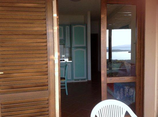 Residence Hotel Porto Mannu : soggiorno con cucina