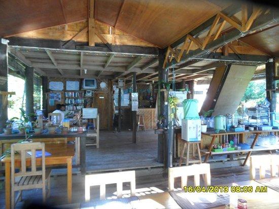 Bunaken SeaGarden Resort: gezamelijke ruimte waar we eten