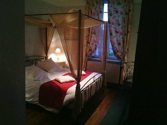 Hotel des Prelats: lit a baldaquin