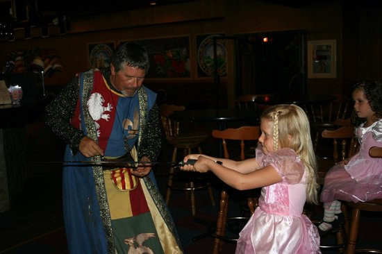 Medieval Times Buena Park : Showing skills to Sir Richard