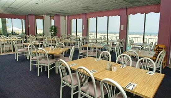 Bal Harbour Hotels: Oceanfront Restaurant 1