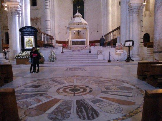 Bitetto, อิตาลี: Bari-Altare maggiore della Cattedrale