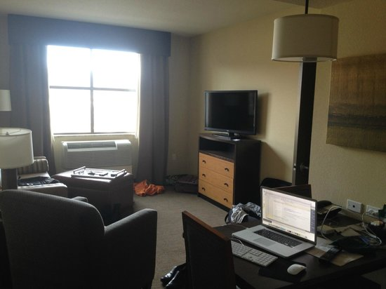 Homewood Suites by Hilton Durango: Spacious living / TV area in main room