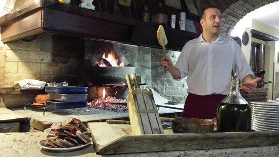 Ristorante L'Ulivo: maurizio alle prese con le bruschette