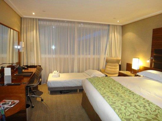 Sofitel London Heathrow: Дополнительная кровать заполняет свободное место