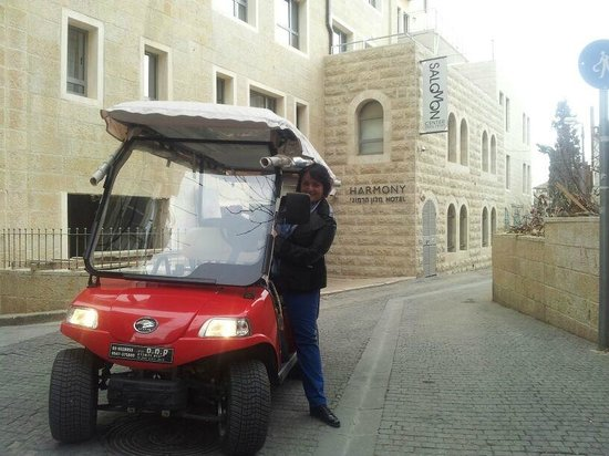 Harmony Hotel Jerusalem - an Atlas Boutique Hotel: Golf machine shuttle between Harmony and Arthur hotels