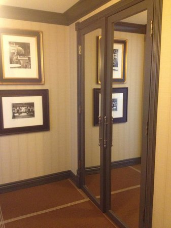 Hotel Jerome, An Auberge Resort: Hall Entry with large mirrored closet