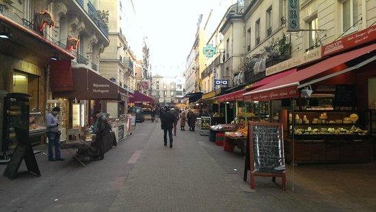 Villa Montparnasse: market near hotel