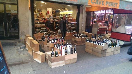 Villa Montparnasse: wine shop near hotel