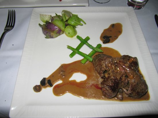 Crowne Plaza Sohar: Beef Medallion stuffed with truffle etc (Main Course - Meat)