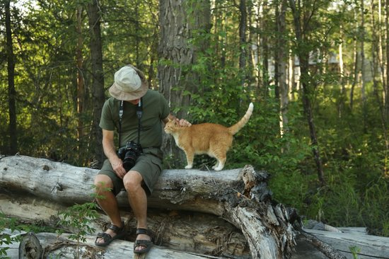 Butte's Bethel Farm and Bed and Breakfast: My husband and Kitty enjoying nature.