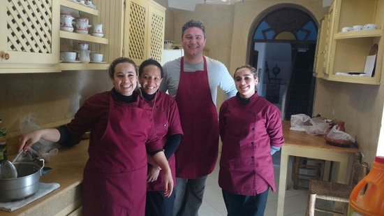 Riad El Zohar: Fantastic cookery lesson with the ladies. Now to enjoy the fruits of our labour.