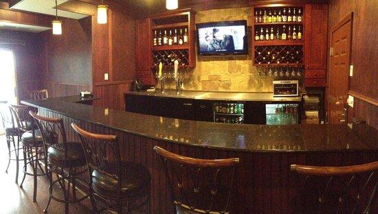 Noble Inn: Fox in the Hound's Pub