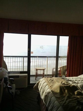 Westgate Myrtle Beach Oceanfront Resort: Beautiful balcony door, (excuse our mess)