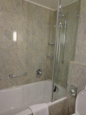 Hotel Schweizerhof Zürich: Ванная