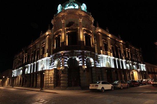 Casa de la Tia Tere: Teatro Macedonio Alcala