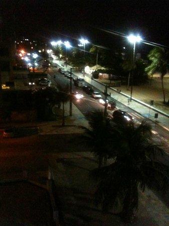 Ambassador Flat Hotel: Visão noturna do terraço