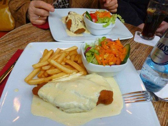 September: Cordon Bleu mit Salat & reichlich Soße