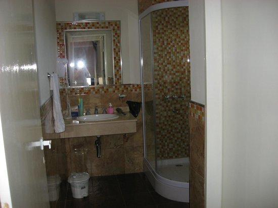 Baño Con Ducha Escocesa:Termas de Guaychu: baño con ducha escocesa, un poco incómodo para