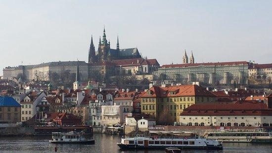 Château de Prague : vista del castello dal ponte Carlo