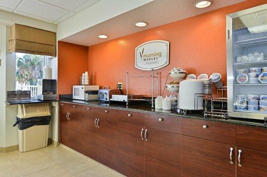 Sleep Inn & Suites Riverfront - Ellenton: Breakfast Area