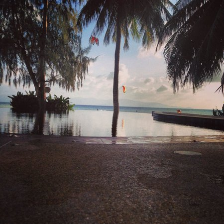 Sarana Bungalows: View by the pool