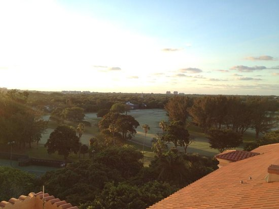The Biltmore Hotel Miami Coral Gables: Sunrise overlooking the golf course