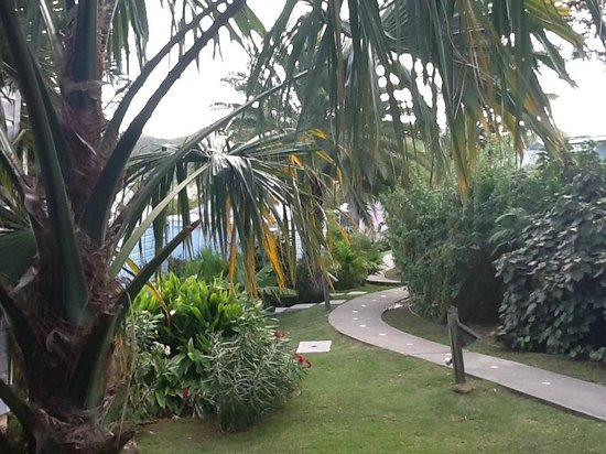 Cocobay Resort: grounds