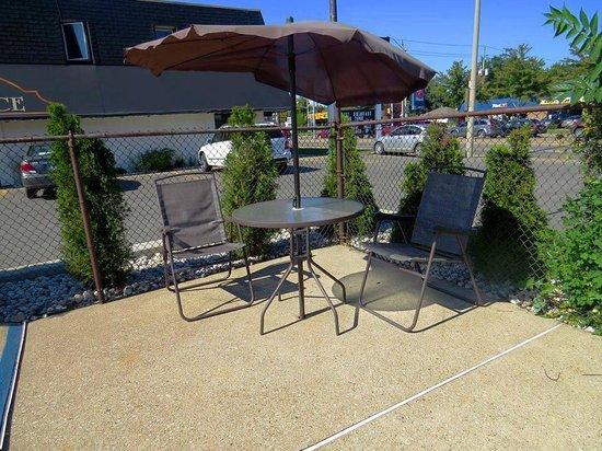 iSleep Inn: Pool Area