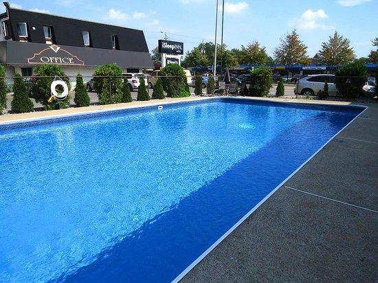 iSleep Inn: Outdoor Pool
