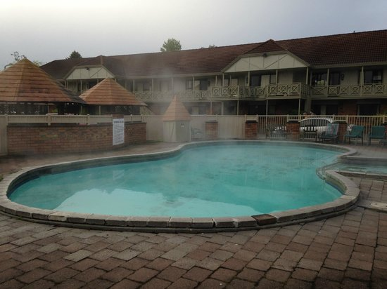 SilverOaks Resort Heritage : Hot pool
