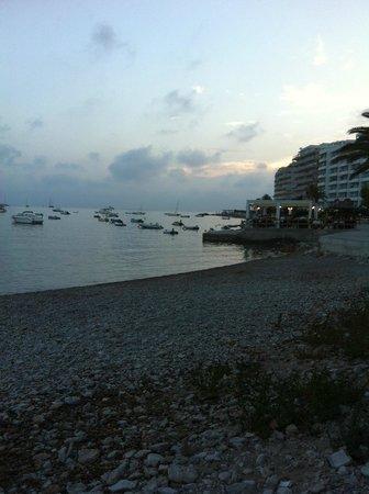 Zafiro Rey don Jaime : walk along the edge of the beach! beautiful