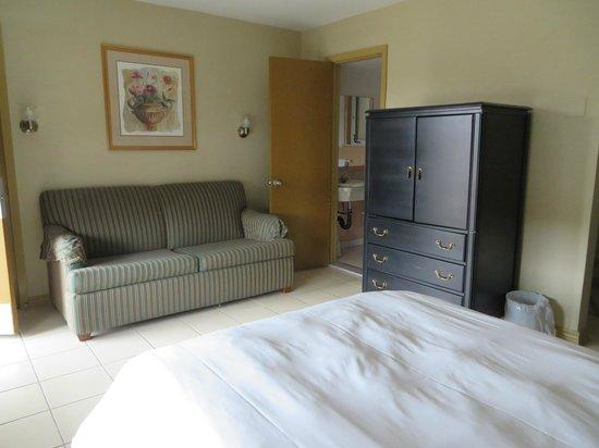 iSleep Inn: Double Bed with Sofa Bed
